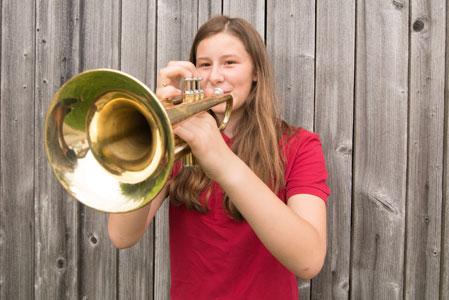 Jungtrompeterin der Hechendorfer Blasmusik